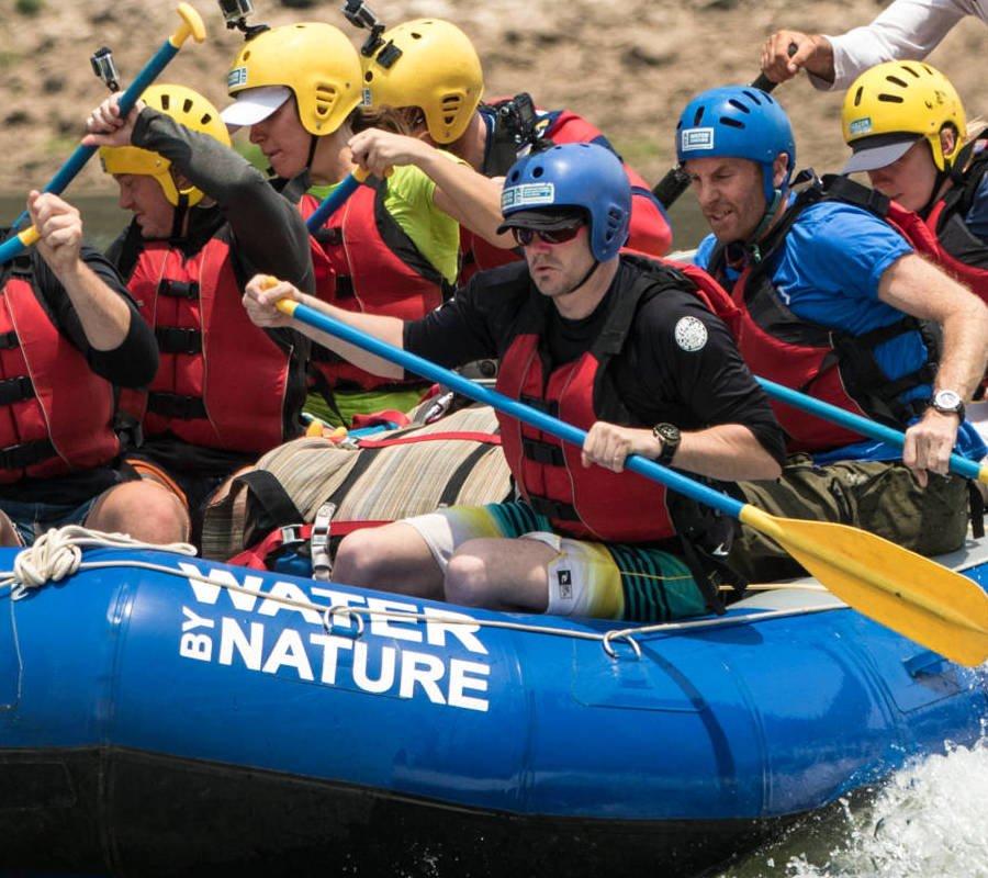 Image of raft running Rapid 11 on the Zambezi River
